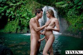 Dedada digital na gostosa que esta em sexo na cachoeira