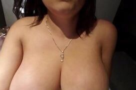 Sexo com brasileira amadora quicando no cacete