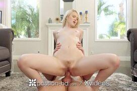 Video caseiro de sexo comendo a loira da xoxota rosa